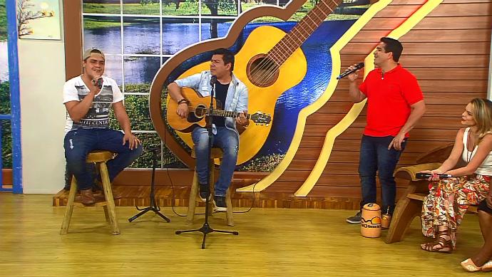 Os compositores Caco Nogueira e Maurício Mello se apresentaram no palco do Meu MS (Foto: TV Morena)