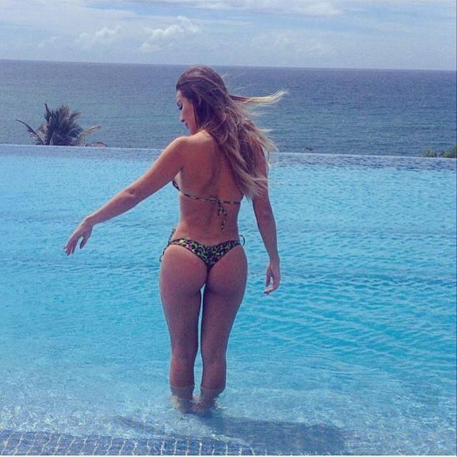 Ex-BBB Letícia mostra bumbum impecável de biquíni (Foto: Reprodução/Instagram)