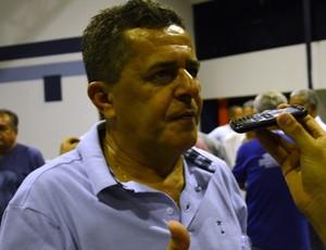 Ernando continua como presidente do River (Foto: Felipe Martins/GLOBOESPORTE.COM)