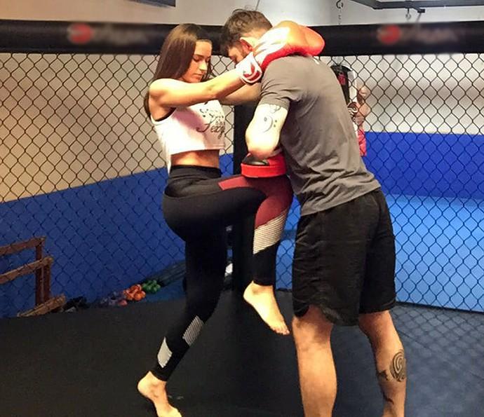Renata Longaray treina com Mauro Xuxa, instrutor de muay thai (Foto: Arquivo Pessoal)