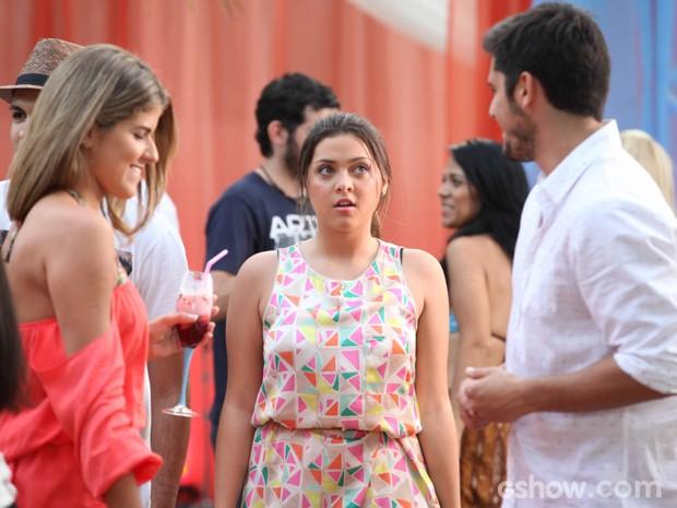 Bárbara fica chocada ao ver André dançando  (Foto: Pedro Curi/TV Globo)