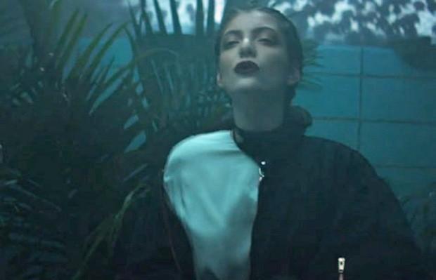 Lorde no clipe de 'Team' (Foto: Divulgação)