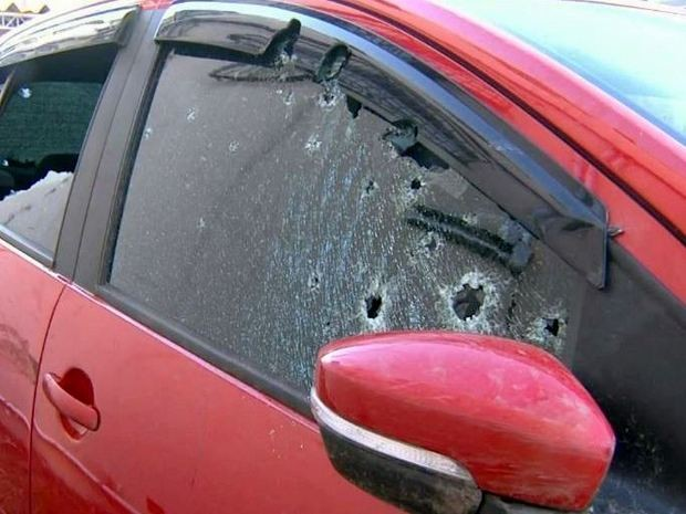 Carro utilizado por criminosos em tentativa de assalto a banco em Piracicaba (Foto: Reprodução/EPTV)