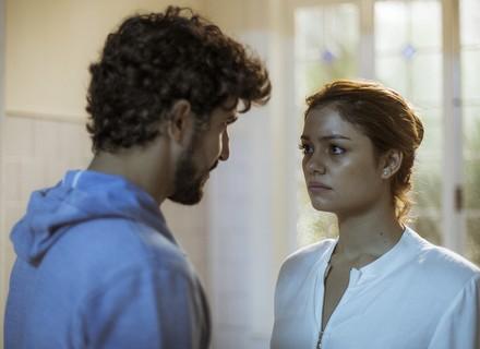 Alice confirma a Renato que Lucas é seu filho