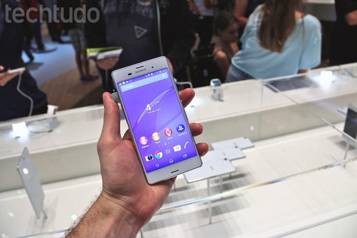 Xperia Z3 é o novo top de linha da Sony (Foto: Fabrício Vitorino/TechTudo)