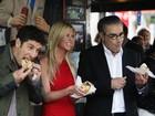 Atores de 'American Pie' comem tortas em evento na Austrália