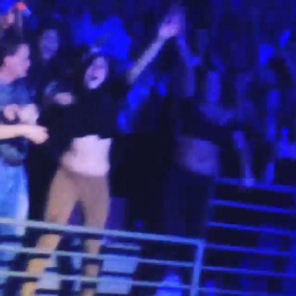 Fãs de Miley Cyrus brigam em show (Foto: Instagram/Reprodução)