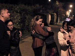 Terremoto teve reflexo em Santiago, capital do Chile, e moradoras saíram às ruas (Foto: Alejandro Ruston/AFP)