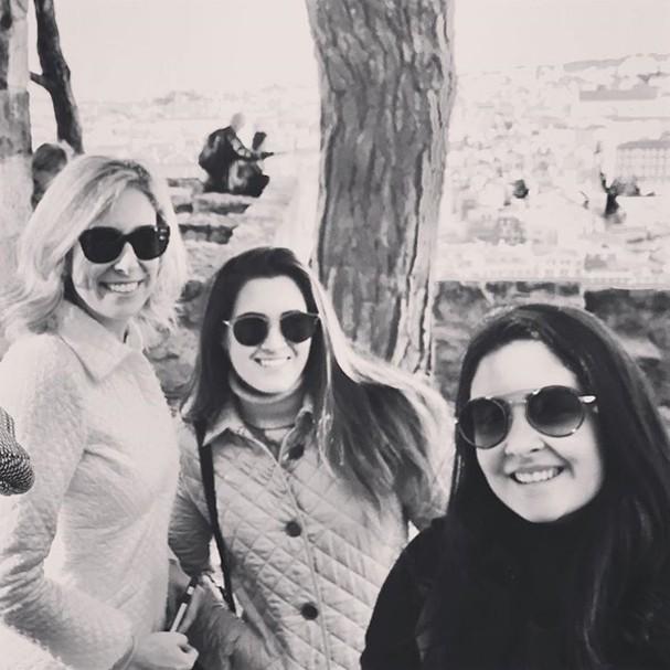 Namorada de Bonner e filhas (Foto: Instagram/Reprodução)
