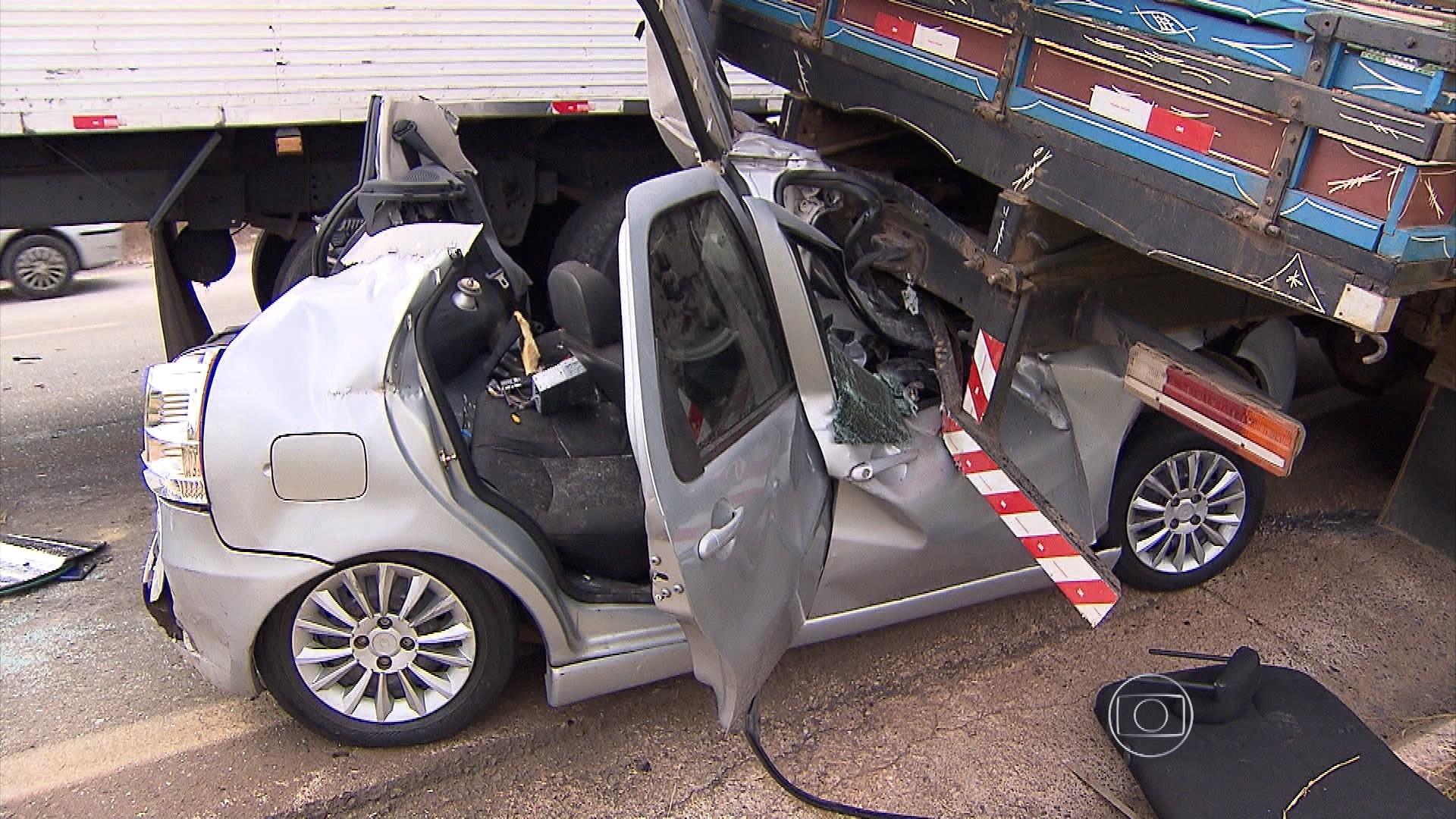 Acidente com carros e caminhões deixa feridos no Anel de BH (Divulgação/PM)