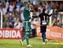Quase herói, Rafael Marques lamenta outro pênalti perdido contra o Santos