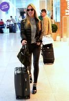 Look do dia: Fiorella Mattheis usa modelito estiloso para embarcar
