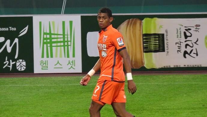 """Ricardo Lopes """"Urubu"""" foi emprestado ao Jeju United FC, da Coreia do Sul - Globo FC (Foto: Reprodução/Facebook)"""
