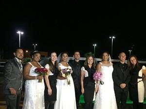 Casais reunidos após a cerimônia (Foto: Arquivo pessoal)
