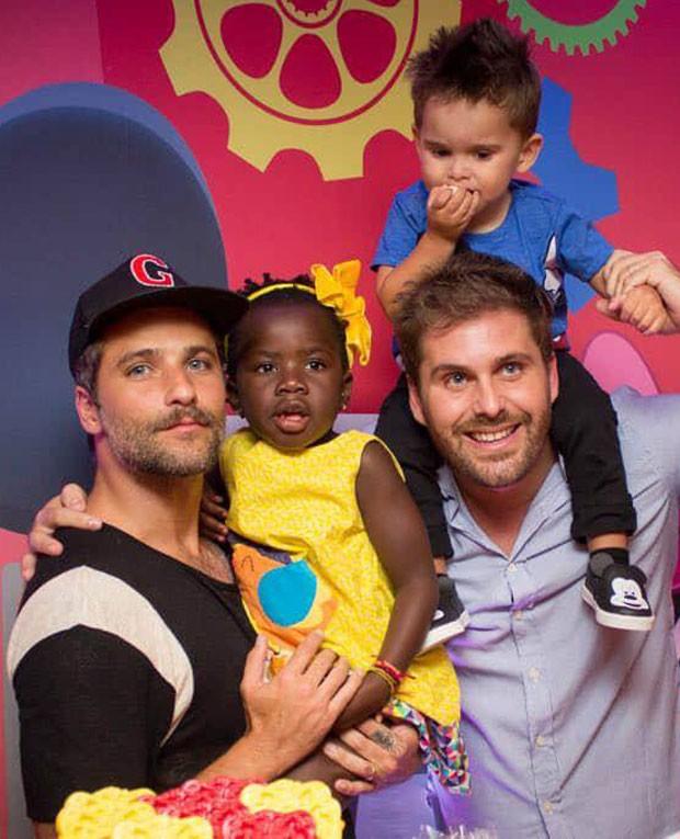 Bruno Gagliasso e Thiago Gagliasso com os filhos Titi e Gabriel (Foto: Sintonia_Eventos/Divulgação)