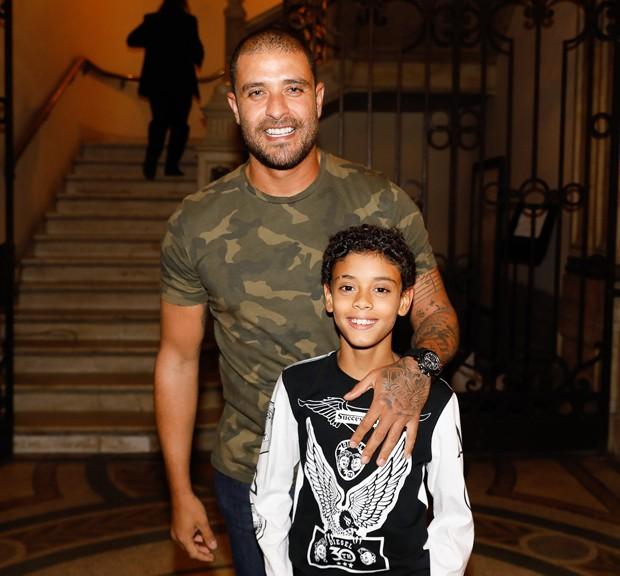 Diogo Nogueira e o filho, Davi (Foto: Felipe Panfilli/Divulgação)