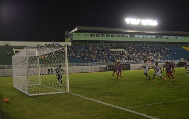 Plácido de Castro e Gurupi se enfrentam no estádio Florestão, pela Série D (Foto: Duaine Rodrigues)