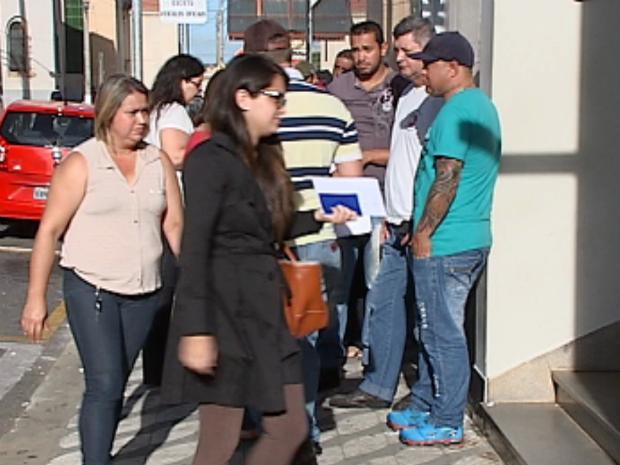 Trabalhadores lotam o PAT de Itapetininga à procura de emprego (Foto: Reprodução/TV TEM)