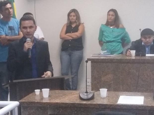 No Ceará, vereador preso por suspeita de roubo a banco é empossado e volta para presídio (Foto: Luiz Sousa)