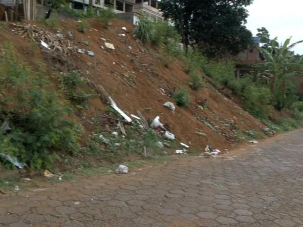 Moradores de Soteco cobram melhorias no bairro, no Espírito Santo (Foto: Reprodução/ TV Gazeta)