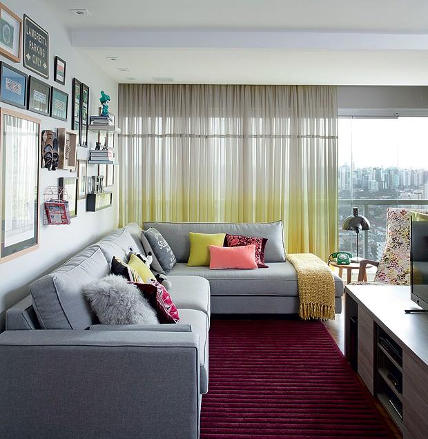 Casa e Jardim Responde Como combinar a cortina e o tapete na sala