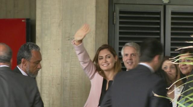 Bolsonaro diz que repasse de R$ 24 mil para a mulher dele era para quitar dívida pessoal