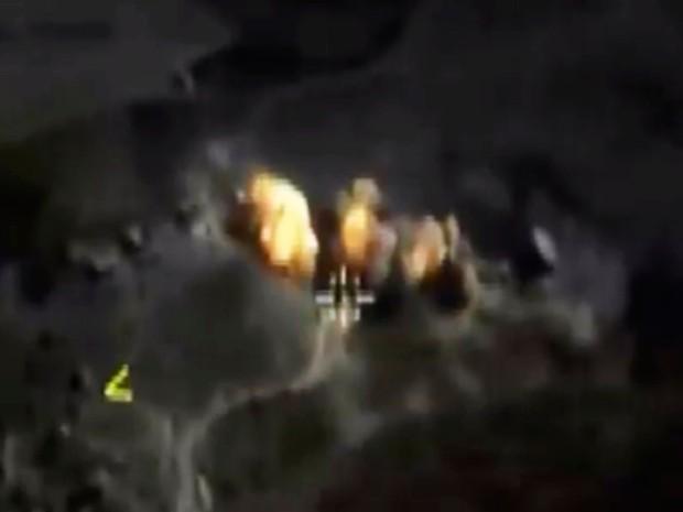 Explosão de bomba na Síria: foto feita a partir de imagens tiradas do site oficial do Ministério da Defesa da Rússia (Foto: AP/ Imprensa do Ministério da Defesa da Rússia)