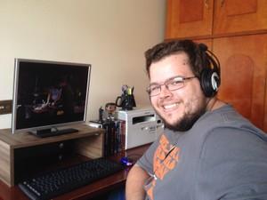 Jornalista assistiu a centenas de filmes em computador (Foto: Heloísa Casonato/G1)