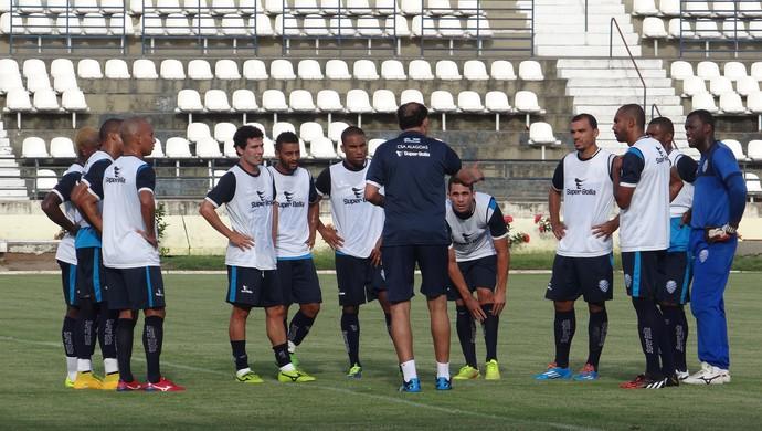 Nedo Xavier orienta time titular em coletivo no Mutange (Foto: Nívio Dorta/GloboEsporte.com)