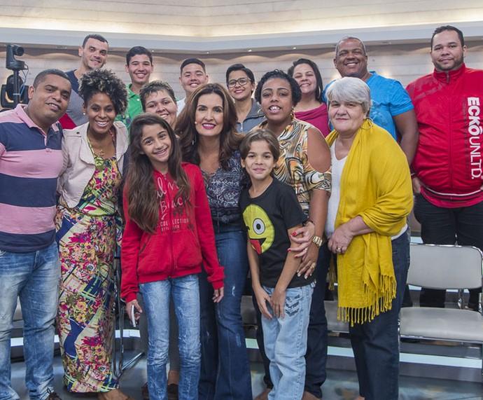 Depois do programa Fátima tira foto com a plateia  (Foto: Artur Meninea/Gshow)