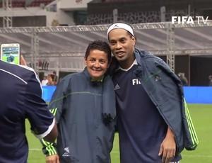 Sissi e Ronaldinho em amistoso no Estádio Azteca