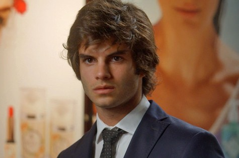 Daniel Blanco é Fabinho em Totalmente demais (Foto: TV Globo)