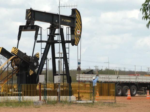 Retração na exploração de petróleo afetou a economia potiguar (Foto: Ney Douglas/G1)