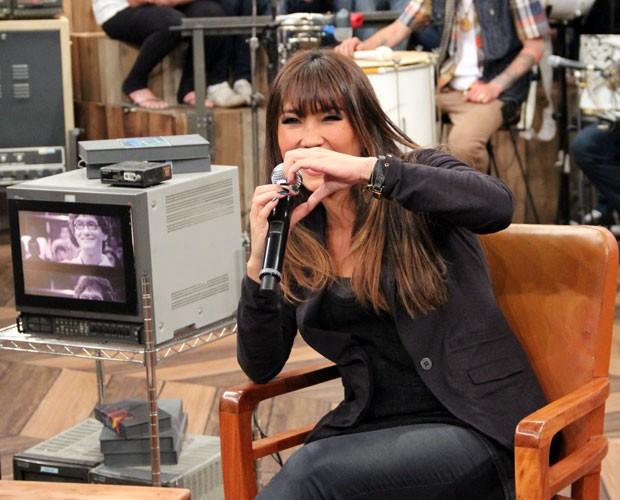 Dani Suzuki diz que está apaixonada pelo The Voice Brasil (Foto: TV Globo/Altas Horas)