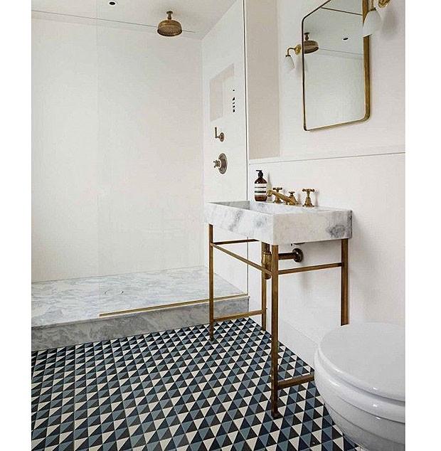 banheiro-piso-estampa-geometrica (Foto: Reprodução/Pinterest)