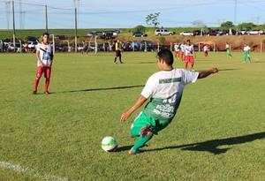 Nas duas partidas de ida da semifinal do Amadorzão, times não saíra do 1 a 1; finalistas serão definidos no próximo domingo (Foto: Secretaria de Esporte e Lazer de Foz do Iguaçu / Divulgação)