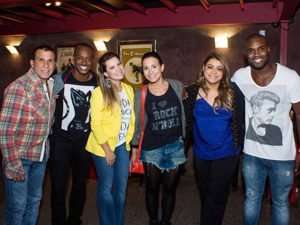 Eri Johnson, Thiaguinho, Fernanda Souza, Juliana Knust, Preta Gil e Rafael Zulu em teatro no Rio (Foto: Rogério Neves/ Divulgação)