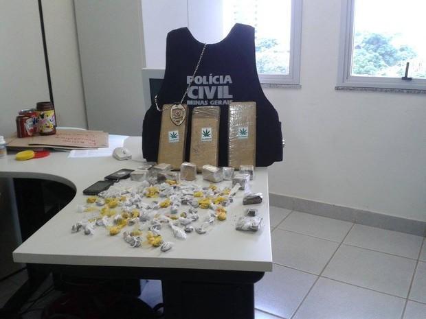 Operação da Polícia Civil contra o tráfico em Montes Claros (Foto: Michelly Oda/G1)