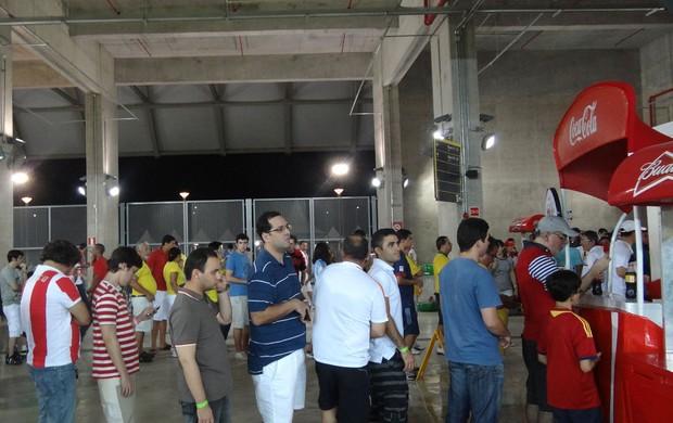 Fila bebida e comida Arena Pernambuco (Foto: Franco Benites)