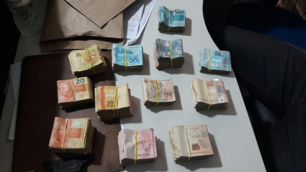 Contrabando em Agrestina (Foto: Divulgação/Polícia Militar)