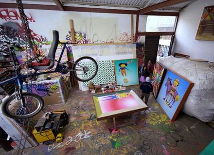 'osgêmeos': conheça um pouco mais sobre o trabalho dos irmãos grafiteiros