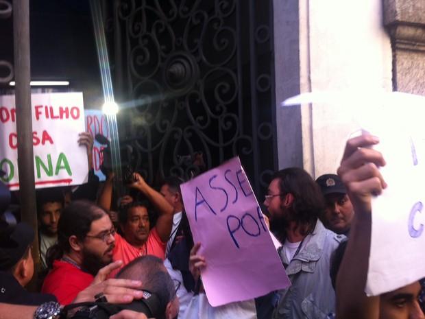 Grupo deixou a Câmara pacificamente nesta quarta (21) (Foto: Henrique Coelho / G1)