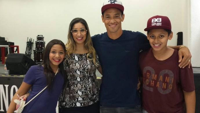 Ricardo Oliveira e família (Foto: Bruno Giufrida)