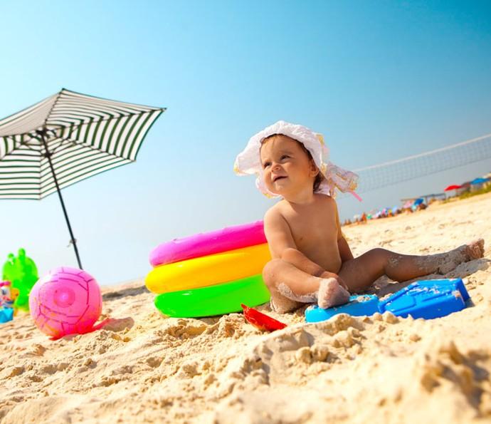 04c2f5a89 Você sabe a idade certa para deixar seu filho tomar banho de piscina ...