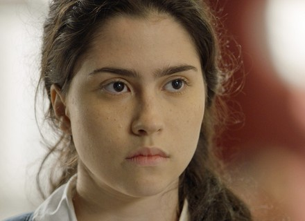 Débora diz a Jonatas que sabe o que aconteceu com ele na noite do vexame
