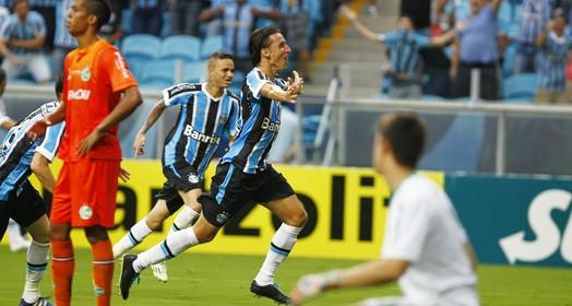 dá um abraço (Lucas Uebel/Grêmio FBPA)