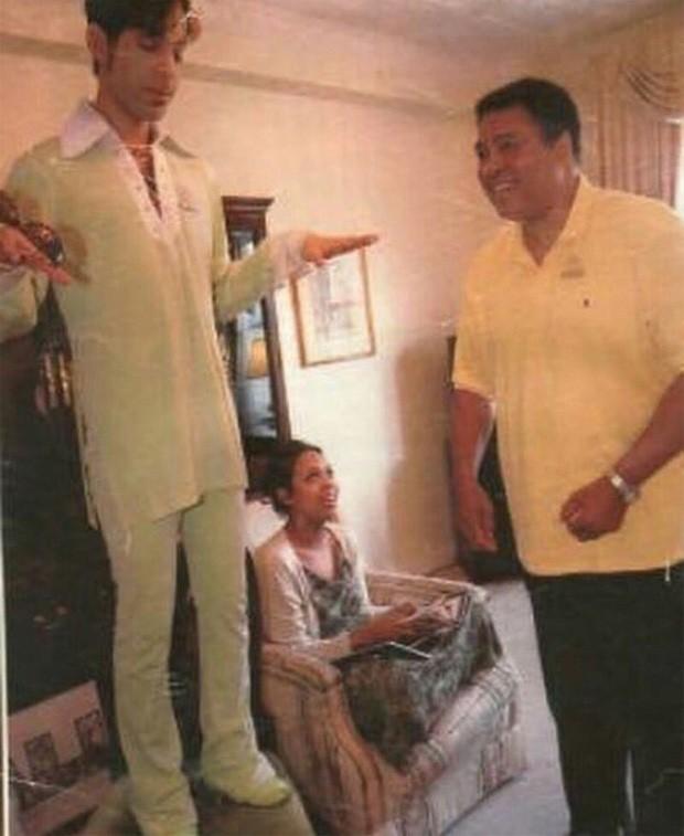 Encontro de lendas! Filha posta foto de Muhammad Ali com Prince