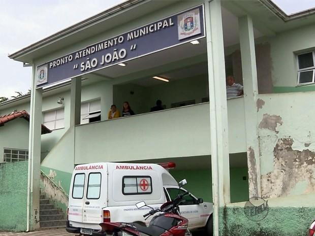 Homens danificam pronto-socorro e ameaçam médicos e enfermeiros em Pouso Alegre (Foto: Reprodução EPTV)