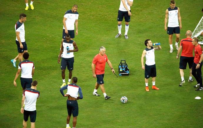 Didier Deschamps no treino da França (Foto: Reuters)