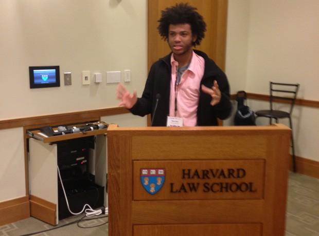 Rene Silva palestrou na Universidade de Harvard, nos Estados Unidos (Foto: Gustavo Annecchini / Divulgação)